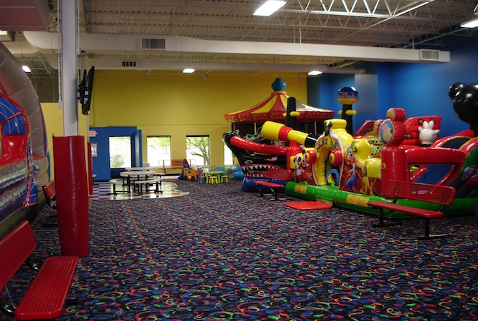 Birthday party indoor inflatable jumping party for Indoor party places for kids